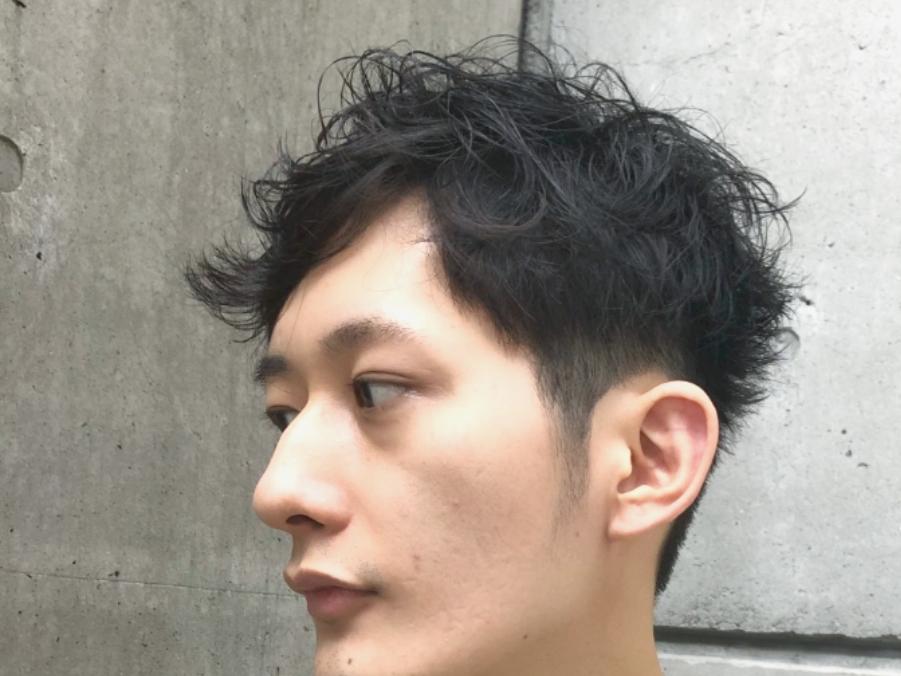 メンズ髪型アップバングショートパーマスタイル